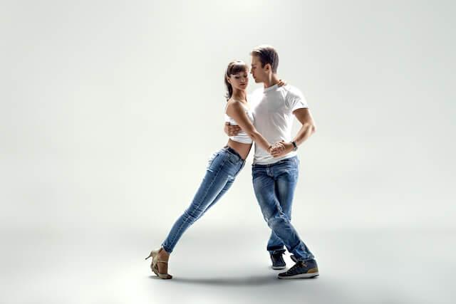 Tanzkurse für Singles - Salsa & Bachata